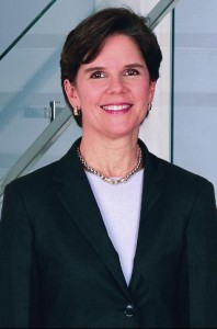 Phebe Novakovic, PDG de   General Dynamics